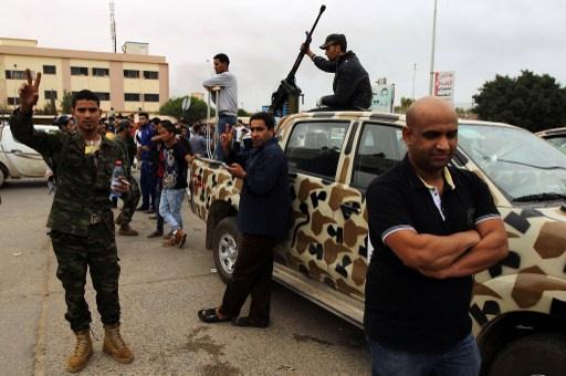 مقتل 3 أشخاص وإصابة 5 أخرين في هجوم مسلح على تظاهرة شرق ليبيا