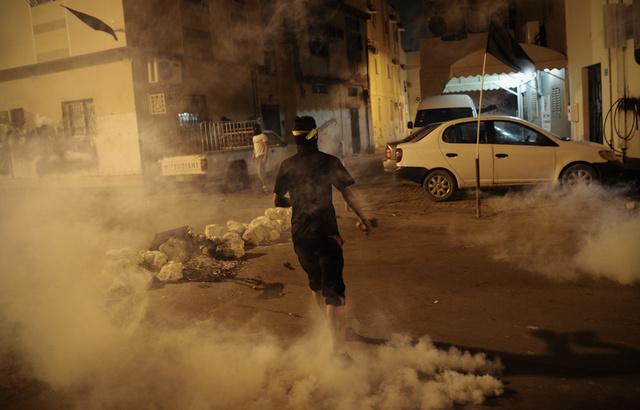 أحكام بالسجن 7 سنوات بحق 16 من أنصار المعارضة البحرينية بتهمة الهجوم على الشرطة