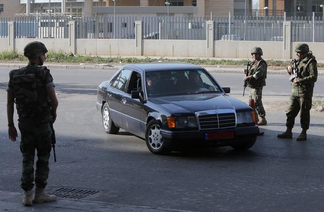 الجيش اللبناني يلقي القبض على 21 شخصا مشتبه بتورطهم في أعمال العنف بطرابلس