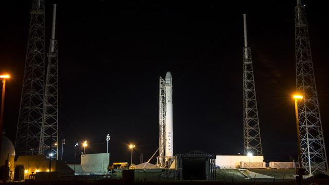 انطلاق الصاروخ Falcon-9 الأمريكي الى الفضاء