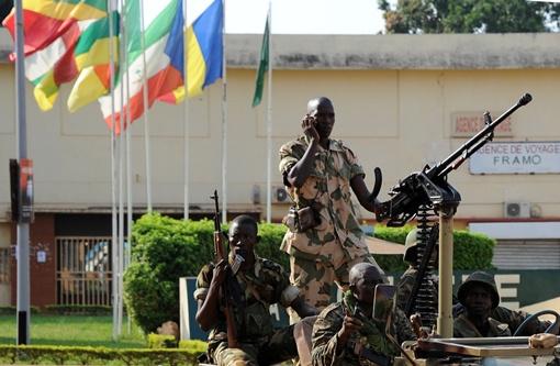 أكثر من 100 قتيل في اشتباكات بإفريقيا الوسطى.. ومجلس الأمن الدولي يتبنى قرارا بتدخل عسكري