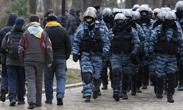الشرطة الاوكرانية تحذر من إجراءات في حال استمرار محاصرة المتظاهرين للمباني الحكومية