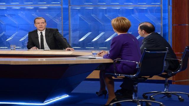 مدفيديف: اقتصاد روسيا ينمو ولا يتراجع