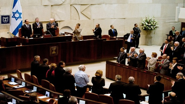 رئيس الكنيست الأسبق يعترف بامتلاك إسرائيل للسلاح النووي
