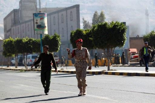 محققون يمنيون: الهجوم على وزارة الدفاع نفذه 12 مسلحا غالبيتهم سعوديون