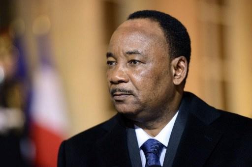 رئيس النيجر يحذر من