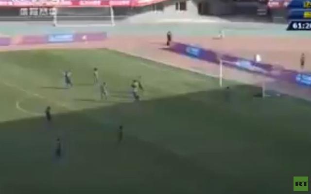 بالفيديو.. فريق صيني يرتكب خطأ فادحا يؤدي الى هدف في مرماه