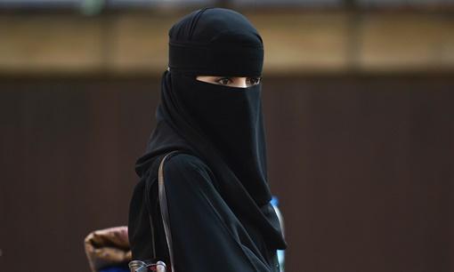 القضاء البريطاني يدين ثلاثة شبان حاولوا فرض الشريعة الإسلامية في لندن
