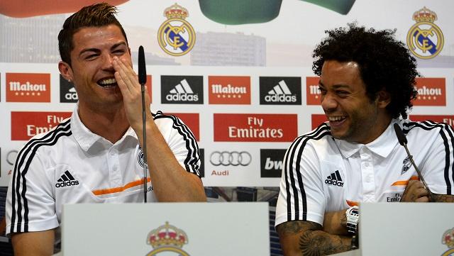 بالفيديو .. رونالدو يغرق في الضحك على مارسيلو