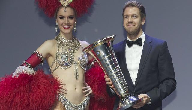 فيتيل يتسلم جائزة بطل العالم لسباقات سيارات الفورمولا – 1 لعام 2013