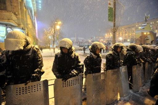 هدوء حذر يسود وسط كييف.. وقوات الأمن تسيطر على مداخل ميدان الاستقلال بعد تفكيك المتاريس (فيديو+صور)