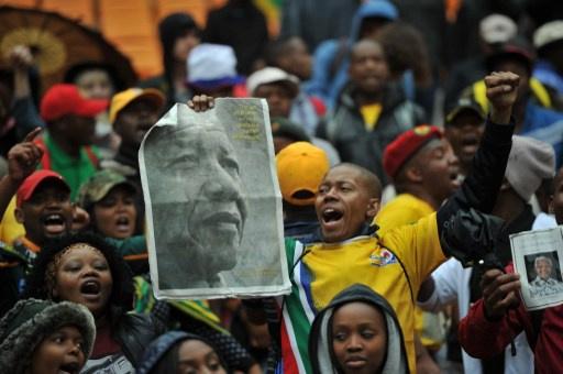 رحيل مانديلا.. رؤساء دول وحكومات يحضرون التأبين ويلقون النظرة الأخيرة