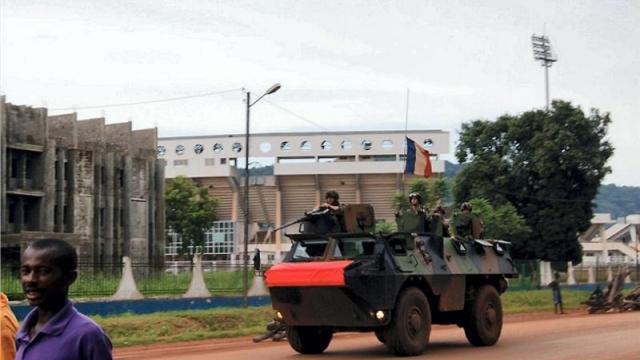 مقتل جنديين فرنسيين في افريقيا الوسطى وزيارة مرتقبة لهولاند