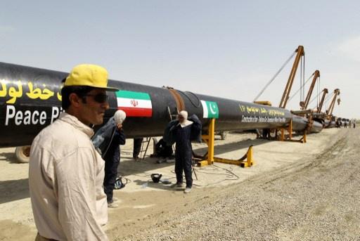 طهران وإسلام آباد تتفقان على الإسراع بمد أنبوب لنقل الغاز الإيراني إلى باكستان