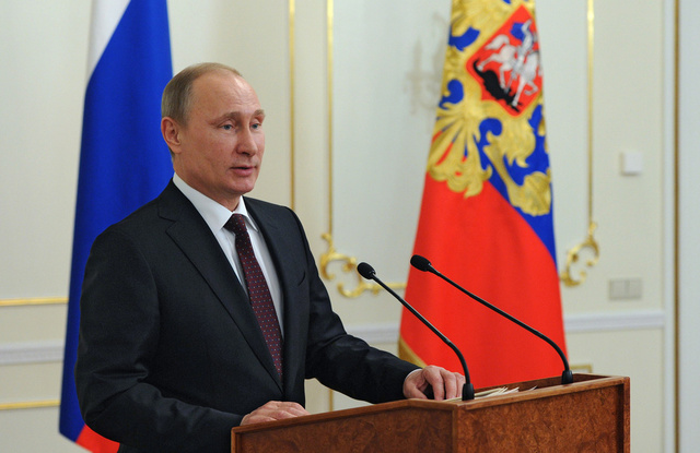 بوتين: أمام الدولة والمدافعين عن حقوق الإنسان مهمات مشتركة تتمثل في تحسين حياة المواطنين