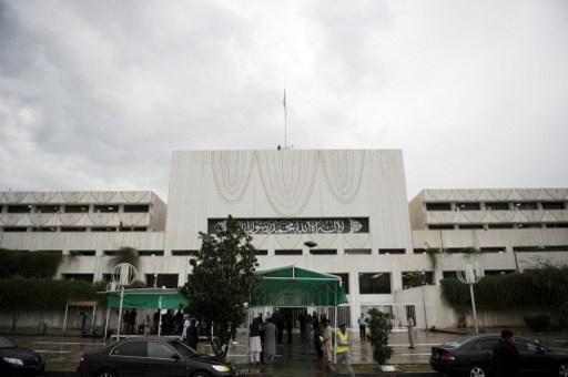 البرلمان الباكستاني يصوت على قرار يطالب بوقف هجمات الطائرات بلا طيار الأمريكية