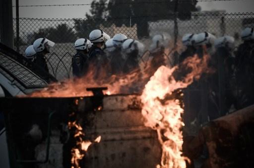 محكمة بحرينية تقضي بسجن 12 شخصا مدة 15 عاما بتهمة إشعال حريق في مستودع