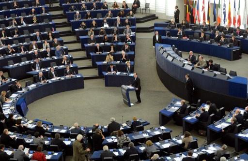 البرلمان الأوروبي يدعو إلى إلغاء التأشيرات مع أوكرانيا ومواجهة