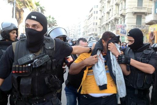 ضبط 11 قطريا بينهم 4 ضباط شرطة في مداهمة لمقر وسيلة إعلام في الجيزة