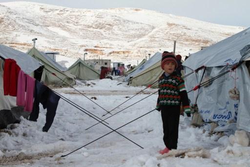 وفاة 9 أطفال سوريين بسبب الصقيع والثلوج والعثور على 20 جثة متفحمة في النبك