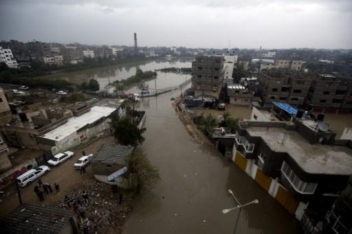 إسرائيل تسمح بإدخال 450 ألف لتر من السولار لمحطة توليد الكهرباء الوحيدة في قطاع غزة