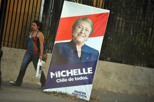بدء التصويت في الجولة الثانية لانتخابات الرئاسة التشيلية وسط توقعات بفوز رئيسة سابقة