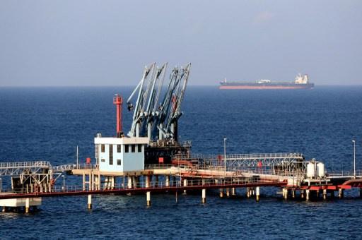 المحتجون في برقة يرفضون فتح موانىء النفط في الشرق الليبي