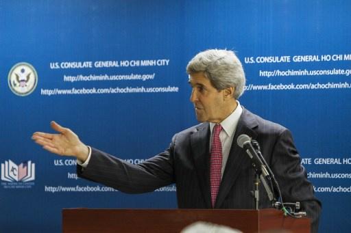 كيري يرجح اسئناف المساعدة الأمريكية غير الفتاكة للمعارضة السورية المسلحة