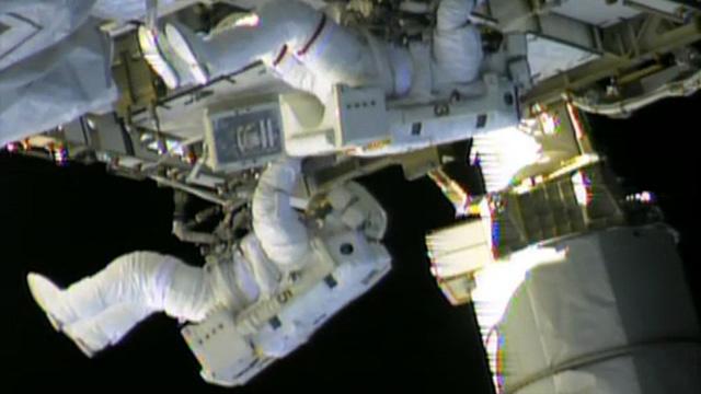 اصلاح المركبة الفضائية قد يتطلب خروج رائدين أمريكيين الى الفضاء المكشوف