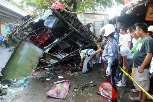 22 قتيلا في حادث سقوط حافلة كبيرة على شاحنة صغيرة بالفلبين