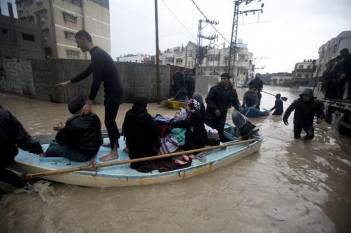 غزة: مصرع شخصيْن وخسائر بقيمة 64 مليون دولار بسبب المنخفض