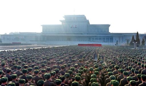بالفيديو.. عشرات الآلاف من جنود الجيش الشعبي الكوري يبايعون زعيم كوريا الشمالية في بيونغ يانغ