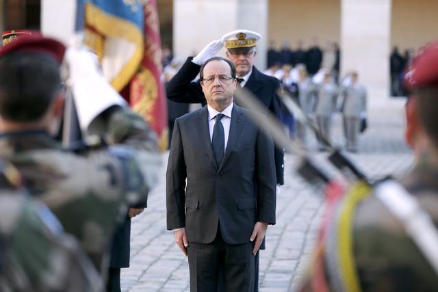 هولاند: القوات الفرنسية لن تبقى في إفريقيا الوسطى لفترة طويلة