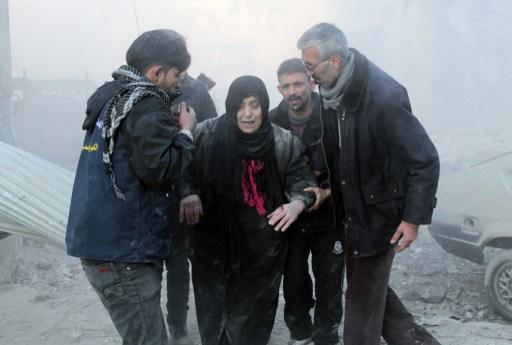 مقتل 10 أشخاص في قصف بحلب و3 ضباط في هجوم مسلح قرب السويداء