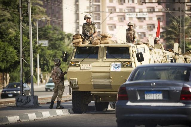 مقتل ضابط في الاسماعيلية لدى عملية للقبض على مسلح.. والسيسي يتعهد بمواصلة محاربة الإرهاب