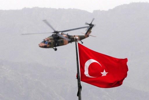 مقتل أربعة جنود أتراك في حادث تحطم مروحية قرب أنقرة