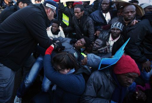 شرطة الهجرة الاسرائيلية تفرق مظاهرة للمهاجرين الافارقة