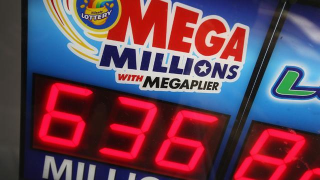 مواطن أمريكي يربح 636 مليون دولار في جائزة اليانصيب