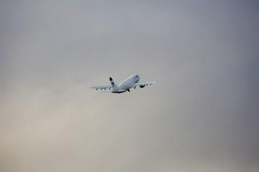 مصدر دبلوماسي: وصول طائرة روسية إلى منطقة الشرق الأوسط محملة بتقنيات لنقل الكيميائي السوري