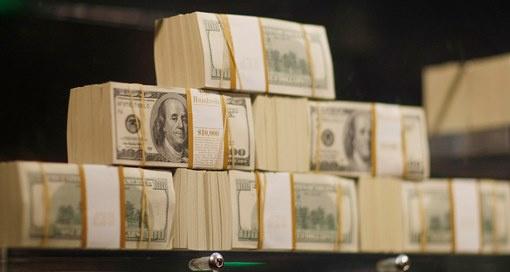 العثور على 4.5 مليون دولار نقدا في منزل مدير تنفيذي لبنك حكومي تركي