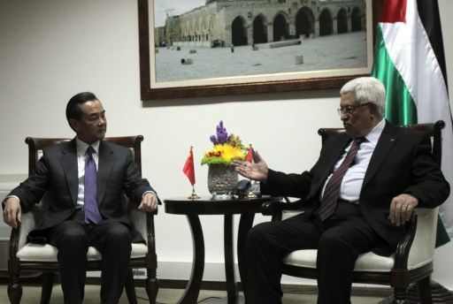 عباس يؤكد خلال لقائه وزير الخارجية الصيني التزامه بتحقيق السلام عبر المفاوضات
