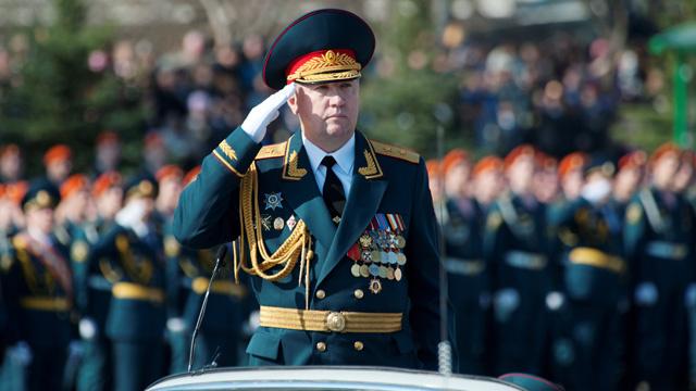 الرئيس بوتين يقيل القائد العام للقوات البرية الروسية