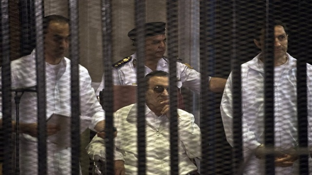 الجنايات المصرية تقضي ببراءة نجلي مبارك وشفيق في قضية أرض الطيارين