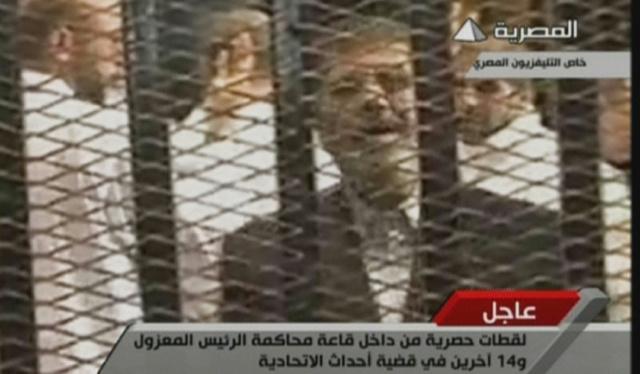 الإخوان يرفضون اتهامات التخابر والارهاب الموجهة الى مرسي وقادتهم