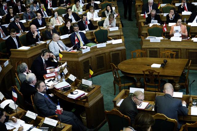 برلمان الدنمارك يوافق على مشاركة البلاد في عملية نقل الأسلحة الكيميائية السورية