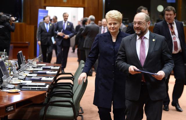 افتتاح قمة الاتحاد الأوروبي في بروكسل وسط احتجاجات النقابات واليساريين