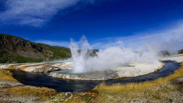 دراسة: حمم بركان يلوستون بأمريكا تهدد الكرة الأرضية