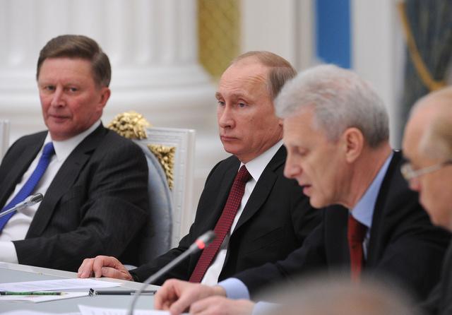 بوتين: تخصيص حوالي 26 مليار دولار لبرنامج البحوث العلمية الاساسية حتى عام 2020
