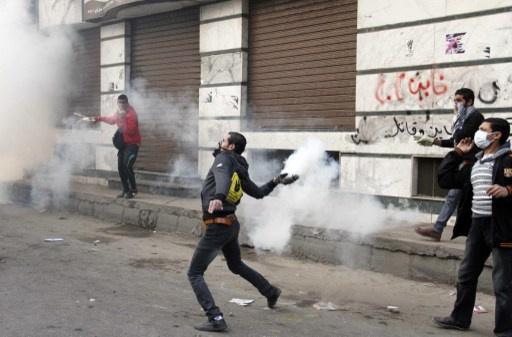اشتباكات بين الأمن والطلاب في محيط وزارة الدفاع المصرية
