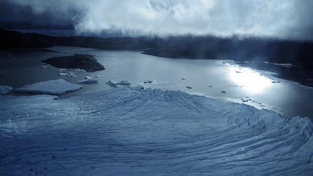 العثور على بحيرة ضخمة تحت جليد غرينلاندا